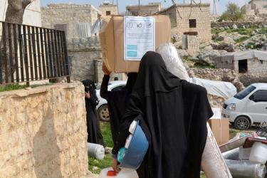 To keep newly displaced families safe and healthy, our teams in Syria are distributing hygiene and kitchen kits.
