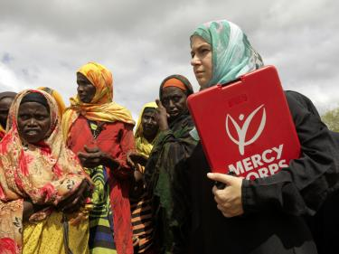 Mercy corps staff member jasmine avgerakis with refugees in baidoa, somalia.